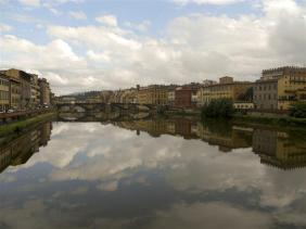 L'Arno river runs throughout the middle of Florence, with multiple bridges connecting the city. Photo by Lindsey Erdody